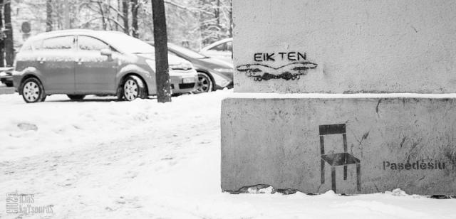Go there, a tag (graffiti) in Vilnius near the Cathedral square